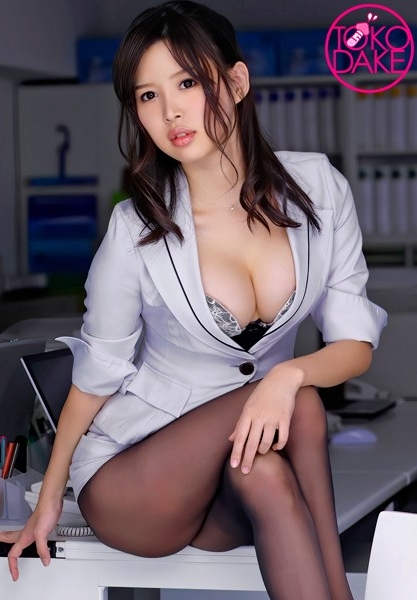逆セクハラで課長を責める痴女OL!会議室で久しぶりのセックスに興奮する痴女。課長に跨ってひたすら腰振りしてチ○ポを堪能。課長も合わせて腰を振りイク痴女。立ちバックで今度は課長がピストン、お返し痴女腰振り。濃厚キスからの正常位で、濃い精子を顔射! 葵つかさ [DV-622/td035dv01622]